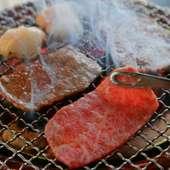 肉の旨みを凝縮させ、ふっくらとした美味しさを引き出す七輪焼