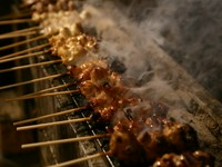 備長炭焼きの香ばしさと水蒸気でふっくら仕上げた『炭火串焼き』