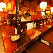 昭和レトロな雰囲気の中、旨い串焼きとアテ、お酒に憩える