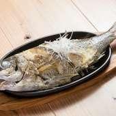 沖縄の近海魚を丸ごと使った贅沢な『魚のバター焼き』