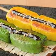北海道では珍しい生麩の田楽串は、一度食べるとクセになる美味しさと評判。あわ・よもぎの風味、もっちりとした食感に、甘めの自家製田楽味噌がベストマッチ。串焼きの新しい味わいを楽しめる逸品です。