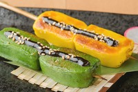 もっちり食感と特製味噌が絶品『生麩田楽串 あわ・よもぎ』
