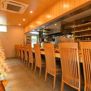 大阪・京都・兵庫で修業を重ねた古谷氏は「戸塚に本格懐石料理を楽しめる店をつくりたい」との想いで、ミシュラン星付き店の実力をつけ凱旋。上質な和空間と料理は、接待や記念日デートなど特別な日におすすめです。