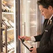 ゲストの利用シーンに配慮した絶妙なワインセレクトが得意な砂川氏。リクエストに添えるよう、ワインだけでなく各種ドリンクも提案してくれます。スマートなさりげないおもてなしに、居心地の良さを感じられます。