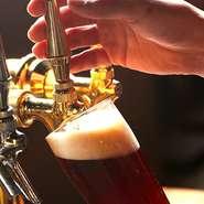 約20種の多彩なクラフトビールより、日替わりで2種を提供しています。