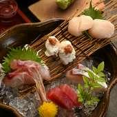 新鮮な魚介を盛り合わせた『造り五種盛り』