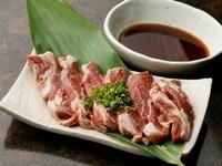 臭みがなく旨みと弾力が特徴の北海道産厚切り肩ロース『ラム肉』