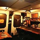アイリッシュ音楽が響く中世ヨーロッパの酒場の様な空間