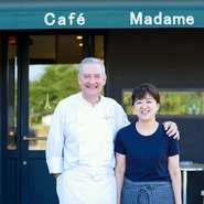 """パリに30年滞在していた女性シェフのルロワ氏と、フランス人の夫が二人三脚でつくりあげる""""本場のフランス料理""""は格別。日常を素敵に彩る「食事だけでなく会話も存分に楽しむ」フランスらしい過ごし方ができます。"""
