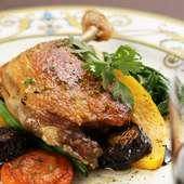 旨味の凝縮された鴨肉を堪能『フランス産鴨の骨付きもも肉のコンフィ』