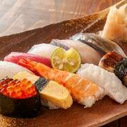 その日に仕入れた新鮮な旬の魚介を、10種盛りにてお得にご提供する一皿。