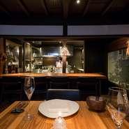 店名の「la rencontre」とは出合いのこと。アットホームな雰囲気は、ふたりの距離を縮めるのにぴったりの空間となっています。大切な人との特別な日には、想い出に残る料理と出合ってください。
