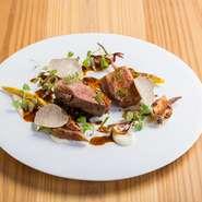 地元産合鴨肉は肉質がしっかりしていて、信州野菜との組み合わせは抜群です。鴨好きな方にはぜひ味わって欲しい一品です。コース料理の一皿となるので、季節などにより変更となります。