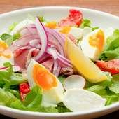 サラダに使用する食材は品種や原料など厳選して仕入れる