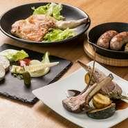 シャルキュトリーとは、肉からつくられる加工品の総称。【monzen cachette】お得意の『自家製ソーセージ』や『骨付きハーブ鶏のコンフィー』、『豚肉とレバーのパテ』、『仔羊の骨付きロースト』など逸品揃いです。