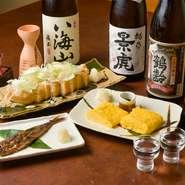 酒どころとしても名高い新潟の日本酒を、現地から直接仕入れています。常時8種類ほどのグランドメニューのほか、夏の生酒など季節に合わせたお酒も入荷するので、その時期だけの味わいを楽しんで。