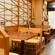 おひとり様や家族での食事、職場の仲間との宴会など、あらゆるシーンに最適。昼は気軽にランチを楽しみ、夜は新潟の郷土料理をつまみながら日本酒をじっくり味わうのがおすすめ。