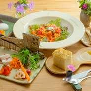 地元奈良県産の旬の野菜をふんだんに使った人気のランチ。前菜だけでなく、パスタにも野菜がたくさん入っているので、このランチを食べるだけで、かなりの品目の野菜が召し上がって頂けます。