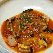 ・旬のお野菜がメインの前菜盛り合わせ ・自家製パンとオリーブオイル ・本日のメイン料理 ・本日のドルチェとジェラート ・食後のドリンク