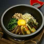 赤肉のしぐれ煮や自家製キムチ入りの『石焼きビビンバ』