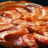 羽付きのパリッとした食感が特徴。大好評の『鉄鍋ひとくち餃子』