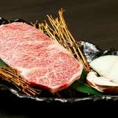 極上の肉質、特上の霜降り。脂の上品な甘味と旨味を堪能できる『サーロインの姿焼』