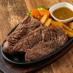 300g 肉本来の味を引き出した絶品の味わい♪至極の肉料理♪男性に人気のボリューム満点な一品です!口に入れた瞬間広がるガーリックの風味が食欲をそそります◎