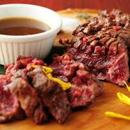 食材そのものの品質を重要視。「肉」に関しても冷凍を一切使用せず、当日直接仕入れたものを用意。食材の鮮度・品質への熱意が料理の美味しさをワンランク上へと引き立てます。