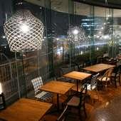 横浜ベイエリアの夜景に浸りながらお食事をお楽しみいただけます