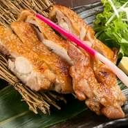 歯ごたえがしっかりとした甘みのある皮とジューシーな肉質が存分に楽しめる『名古屋コーチン もも肉一枚焼き』。肉の旨みをとじこめ、皮をパリッと焼き上げたもも肉は噛めば噛むほどに旨みがあふれます。
