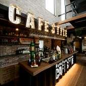 非日常を味わえる開放的な、西洋海岸風のコンテナカフェ