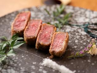 国内外から取り寄せ、食材に合わせ使い分けている6種類の「塩」