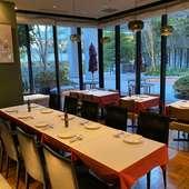 調理の様子を眺めながら食事を愉しめる、贅沢なカウンター席