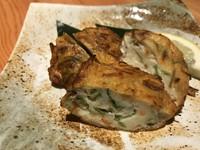 糸より鯛のすり身に使い椎茸・人参・三つ葉を加え味付けをし揚げたもの。揚げたての触感と野菜の風味を楽しめます。