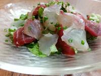 新鮮魚介類盛り沢山のサラダ、自家製の和風ドレッシングで召し上がって下さい。グループの御客様にお薦めです。
