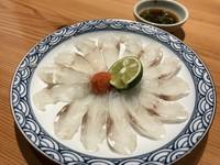 新鮮な魚のカマや頭の部位を使った「あら汁」。刺身等から出た屑ではなく、しっかりと身の詰まった部位と出汁の出る魚を選んでの「あら汁」は常連様や魚好きの御客様の定番です。