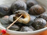 駿河湾、下田沖・御前崎産を良く仕入れます。水深の深い駿河湾の名物と言っても良い金目鯛。焙りは特にお薦めです。