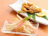 静岡 用宗港より取り寄せている新鮮な「生しらす」は1匹1匹がお箸で摘まめるくらいサラサラです。流石、静岡と言って貰える様な新鮮な「生しらす」を提供しています。