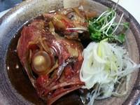 駿河湾産の金目鯛を良く仕入れます。伊豆 下田産、御前崎産の金目鯛は季節にも寄りますが脂が乗ったブランドです。甘辛くコッテリとした味で焚きます。
