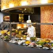 美味しくてボリューム満点の3種のステーキセットが平日限定で登場。一番人気は、千葉県産しあわせ絆牛サーロインステーキ100gとUSサーロインステーキ100gの『食べ比べセット』。肉三昧の贅沢を吟味してみては。