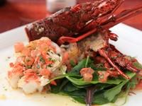 高級海鮮も充実。季節ごとのソースで魅せる『伊勢海老のグリル』