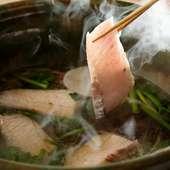 新鮮魚介や有機野菜など、産地直送で仕入れる四季折々の食材