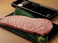 近江牛-A5等級-お肉の中でも全てにおいてバランスがよく、「Sir」の称号を与えられる至極部位を更に周囲の脂を完全除去し、霜降りだけを残した生粋のグリムキサーロインステーキ。