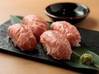 究極の旨さ。肉すしの名作料理『近江牛A5等級 味蔵炙りすし』