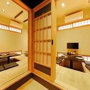 4名~5名と、8名~10名で利用できる個室が2部屋用意されています。どちらも掘りごたつタイプの座敷席で、和の趣溢れる落ち着ける空間。ビジネスシーンでもプライベートでも、使い勝手のよい個室です。