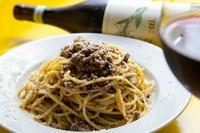 トマトは一切使わず、しっかりした肉の味を楽しめる『スパゲッティ ボローニャ風ミートソース』