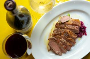 赤ワインと一緒に食す『霧島産ひなもりポーク肩ロースのソテー』