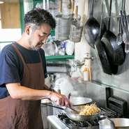 「楽しんでもらうこと」をモットーにしているオーナーシェフ。季節や仕入れ状況によって変わる料理は、いつ訪れても新たな出会いを提供してくれます。今日はどの料理と巡り合えるか、ワクワクが止まりません。