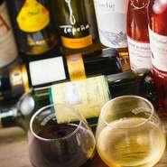 通常の飲み放題に加えて50種近くものワインも楽しめる2時間飲み放題が自慢。ワイン好きも納得のラインナップは、友人同士やパーティーや仕事仲間との食事会まで頼れる存在です。