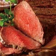 肉質・産地にこだわり、国産牛を一頭買い。いろいろな部位を好みの焼き加減でオーダーできます。注文は50g単位より、部位の食べ比べもリーズナブルにできる点も魅力的です。